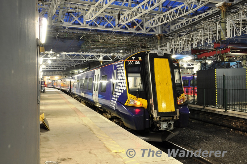 380105 awaits its next duty at Edinburgh Waverley. Fri 08.06.12