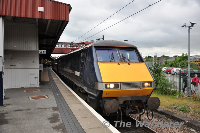 91119 calls at York with the 1630 London Kings Cross - Edinburgh. Fri 08.06.12