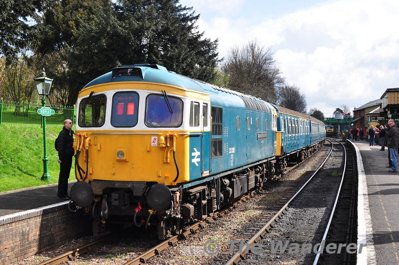 33109 at the rear of 1025 Alresford - Alton. It was working in Push Pull mode with the 4VEP unit 3417.  Fri 26.04.13