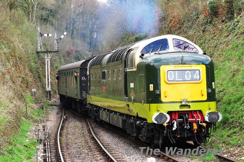 D9009 (55009) arrives at Medstead and Four Marks. 1050 Alton - Alresford.  Fri 26.04.13