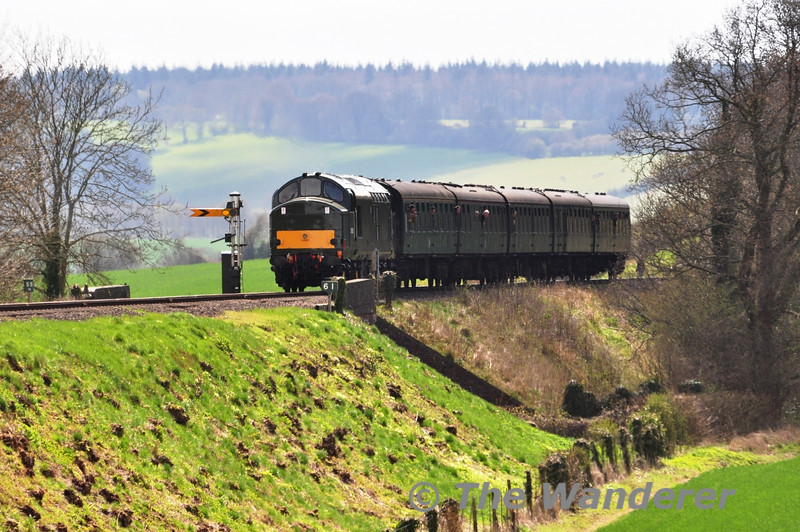 37905 climbs up the grade out of Ropley and crosses Bowers Grove Lane with the 1425 Alresford - Alton. Sat 27.04.13