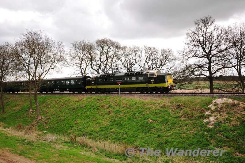 D9009 at Rookwood Lane with the 1450 Alton - Alresford. Sat 27.04.13