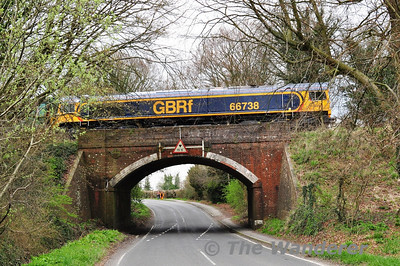 66738 crosses over the B3047 road with the 1254 Alresford - Ropley. Sat 27.04.13