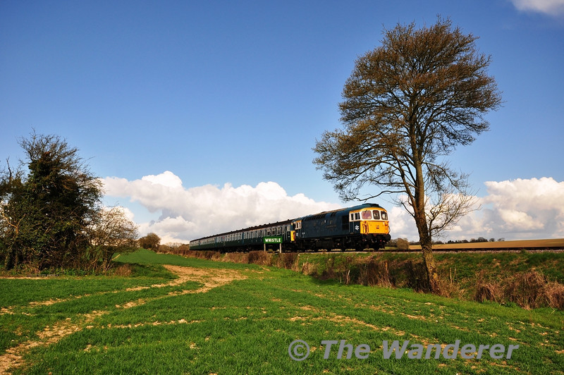 33109 + 3417 came out to play again in the afternoon, well that was the plan. The pair make a fine sight at Wanders Curve between Medstead and Ropley with the 1610 Alton - Alresford. Sat 27.04.13