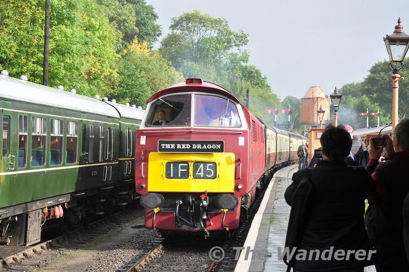 D1062 arrives at the Loop Platform at Bewdley with the 1523 Kidderminster - Bridgnorth. Fri 04.10.13