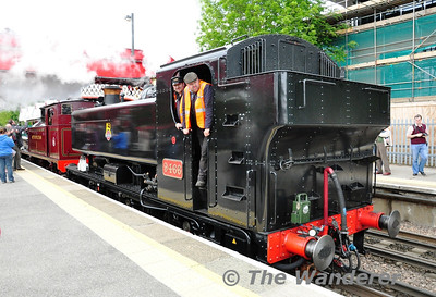 9466 and 1 at Amersham while swapping over locos for the 3rd run of the day. Sat 25.05.13