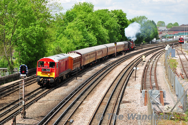 20189 storms past Highfield Road Bridge, Northwood with the delayed 1208 Amersham - Harrow-on-the-Hill Special. Sat 25.05.13