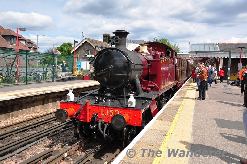 5521 arrives into Amersham Platform with the stock for the 1438 Spl. to Harrow-on-the-Hill. Sat 25.05.13