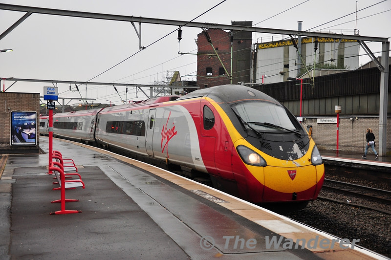 390002 arrives at Wolverhampton with a service from London Euston. Thurs 03.10.13