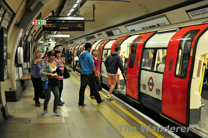 Passengers join a Northbound Northern Line Charing Cross Branch train at Kennington. Sun 10.08.14