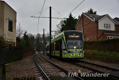2562 climbs the grade from the former railway alighment to Sandilands. Sun 15.01.17