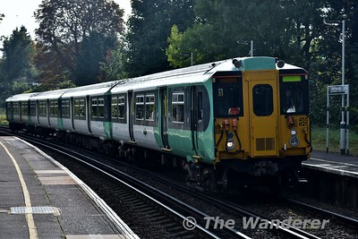 5825 arrives into Carshalton Beeches with the 0836 London Victoria to Sutton. Sat 16.09.17