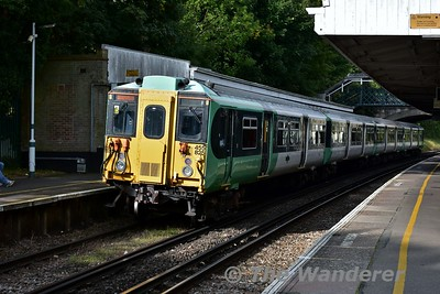 5825 at Carshalton Beeches with the 0836 London Victoria to Sutton. Sat 16.09.17