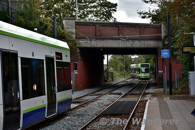 2543 comes off the single line section from Phipps Bridge and enters Morden Road Tramstop as 2537 waits to leave. Sun 17.09.17