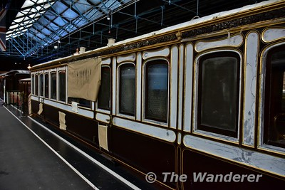 Restoring Queen Victoria's carriage in the in the Station Hall at the National Railway Museum. Sun 12.11.17