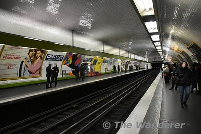 Chaetelet Metro station is of a typical design on the network. Sun 18.03.18