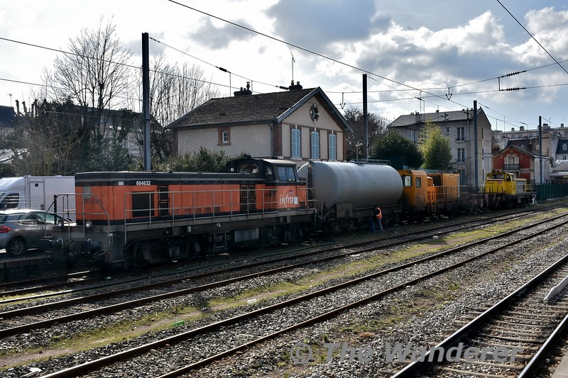 Loco 664632 at Versailles - Rive Droite Station. Tues 20.03.18