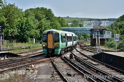 377434 arrives at Lewes with the 1125 Eastbourne and Littlehampton to London Victoria. Wed 23.05.18
