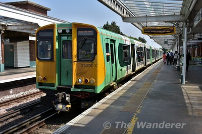 313210 at Worthing with the 1252 Brighton to West Worthing. Wed 23.05.18