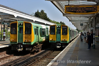313214 and 313217 cross each other at Worthing with the 1229 Portsmouth Harbour to Brighton and 1302 Brighton to Portsmouth Harbour services. Wed 23.05.18
