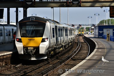 700147 departs from Brighton with the 0958 to Bedford. Wed 23.05.18