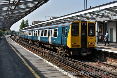 313201 in its retro BR Blue and Grey livery arrives at Chichester with the 1329 Portsmouth Harbour to Brighton. This unit is the oldest 2nd generation EMU in service and its repaint into a modified version of its original livery in 2017 was done to commemorate this. Wed 23.05.18