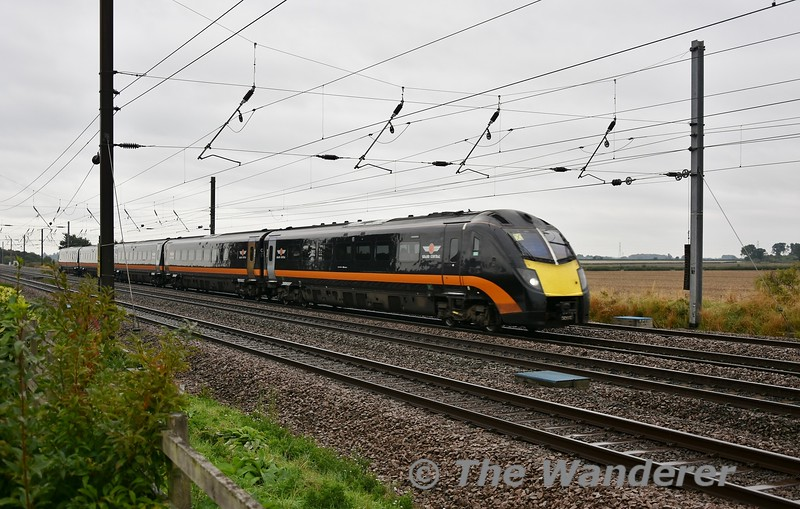 The 0806 London Kings Cross to Sunderland passes the Sidings Hotel with 180112 in charge. Sat 08.09.18
