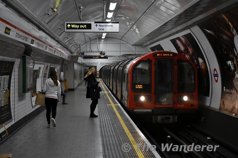 91213 arrives into Tottenham Court Road. Thurs 15.03.18