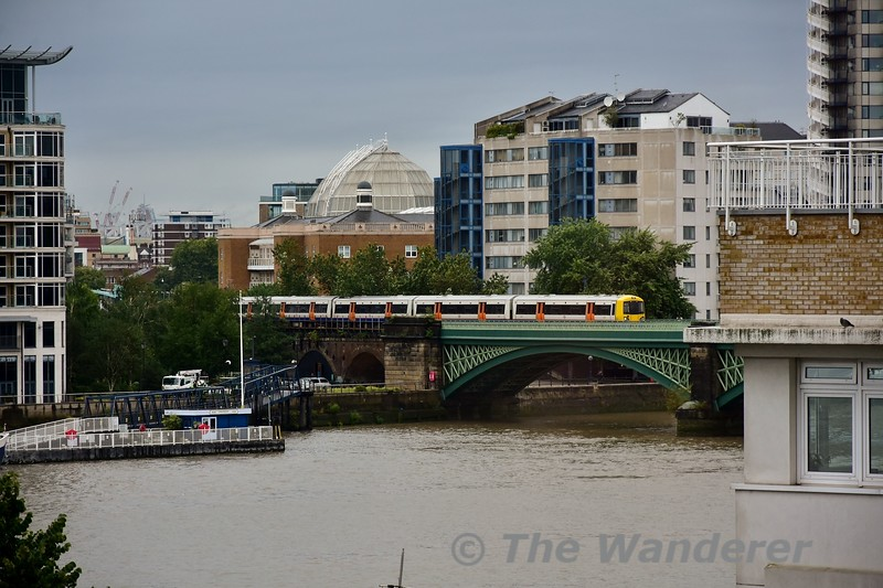 378229 crosses Chelsea River Bridge with the 1238 Stratford to Clapham Junction. Wed 14.08.19