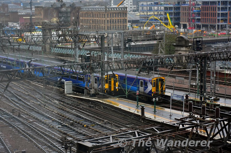 The view from the hotel room in Jurys Inn Glasglow. 156467 and 156431 pass each other at Glasgow Central with the 1157 Barrhead to Glasgow Central & 1217 Glasgow Central to East Kilbride. Tues 26.11.19