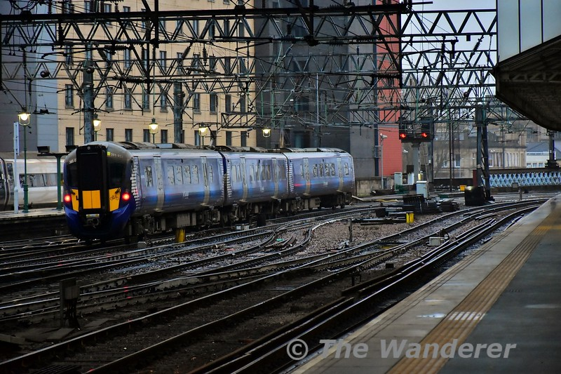 385033 departs from Glasgow Central with the 1520 Glasgow Central to Lanark. Tues 26.11.19