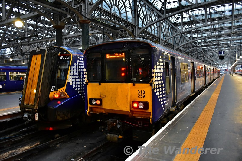 318259 stands at Glasgow Central. Tues 26.11.19