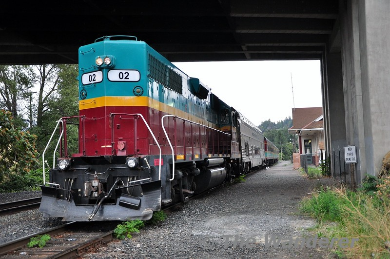 02 waits to depart Hood River for Parkdale. The loco will propel the train for the first 3 miles to the switchback up the valley before leading the train to Parkdale. Sun 22.09.19