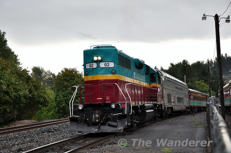 Mount Hood's 02 pulls its train from the yard into the station to load up with passengers. Sun 22.09.19