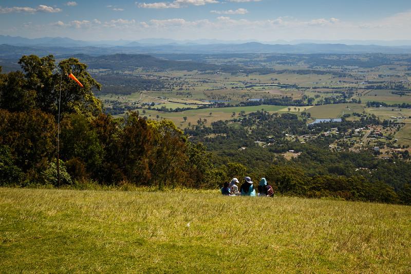 Queensland, Mt. Tamborine - Picnic group on hangglider launch hill