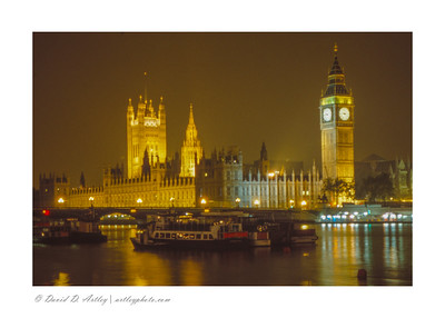 Night view of River Thames, Parliament and Big Ben, London, England