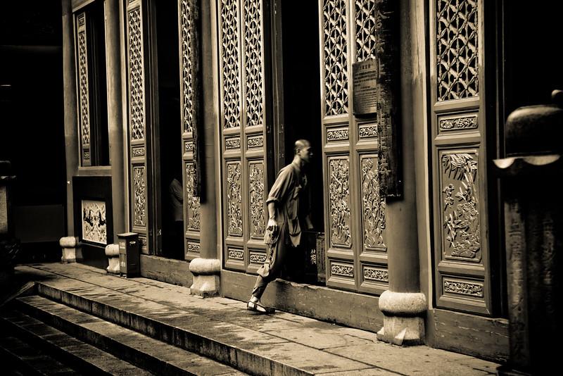 Guiyuan Temple Doorway 2429bw