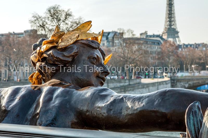 Keeping An Eye On Paris - Horizontal