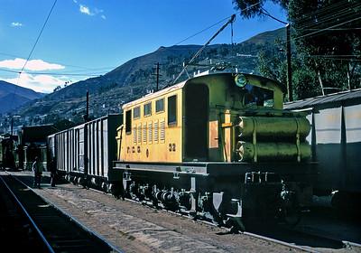 July 1976.  La Paz.  Freight on the FCG.