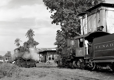 November 1975.  Note the fake stack on 117 and it has been relettered for the FENADESAL (Ferrocarril National de El Salvador) which included both the previously nationalized FES and the more recently nationalized IRCA/FIdeCA.