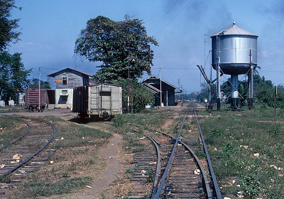 March 1970.  On the Guatemala side the the bridge over the Rio Suchiate there was a short stretch of dual gauge track that quickly separated with the standard gauge off to the left and the narrow gauge continuing on the right. An NdeM boxcar is visible at the transload shed on the left.  The smoke is from the engine shed that is just off to the right.
