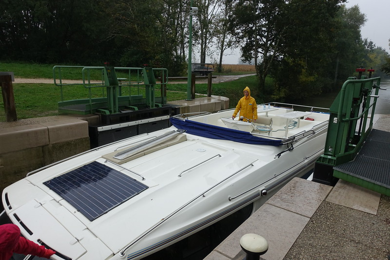 Our expert captain did a fine job keeping the boat from hitting the lock walls