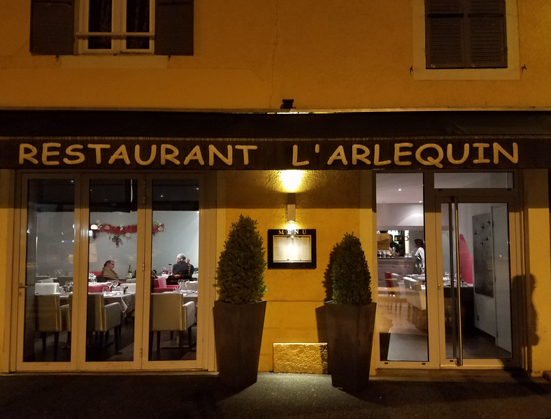 Phenomenal restaurant in Louhans. Gives the 3 Star Michelin restaurants a run for their money... and without all the fanfare!