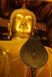 Statue of Buddha, Wat Phanan Choeng, Thailand, Southeast Asia,