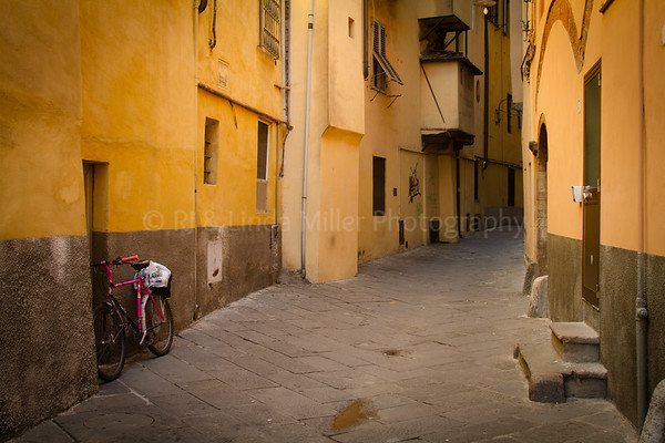 Narrow Alley, Lucca, Italy, Europe
