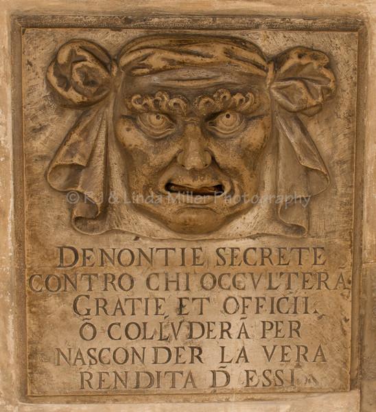 Denontie Secrete Contro Chi Occultera Gratie Et Officii O Collunder A Per Nasconder La Vera Rendita D Essi, Palazzo Ducale Courtyard, Venice, Venezia, Italy