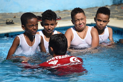 Sander's turn to learn to swim