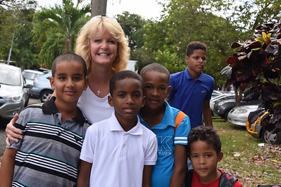 Laurie Kelley with Campers