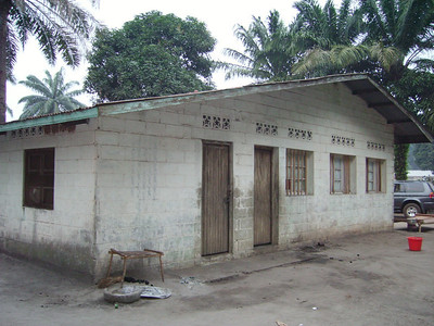 07 07 DRCongo - House built in 1976 in Losanganya ds