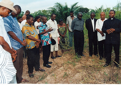 08 10-05 Agomeda, Shai - Offering of prayer during sod-cutting ceremony. jg